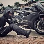 Thú chơi mô tô cực chất của bạn gái Johnny Trí Nguyễn