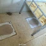 Series bẩn bựa chuẩn tàu khựa – Học sinh ngủ trong nhà vệ sinh