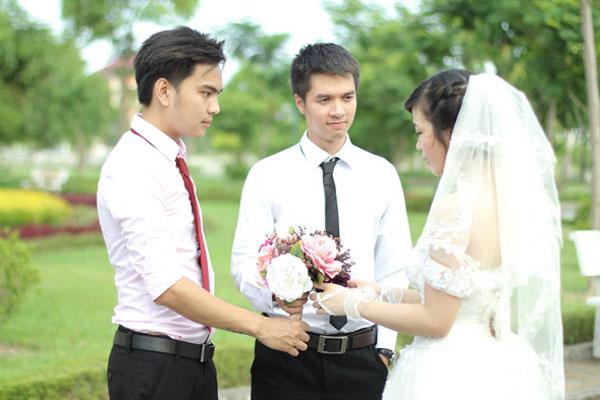 1 vợ 2 chồng.
