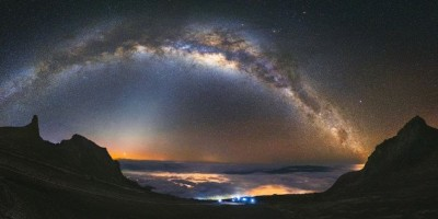 bầu trời ban đêm.