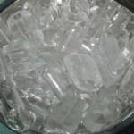 Nước đá bẩn dễ nhiễm trực khuẩn mủ xanh gây nhiều bệnh tật