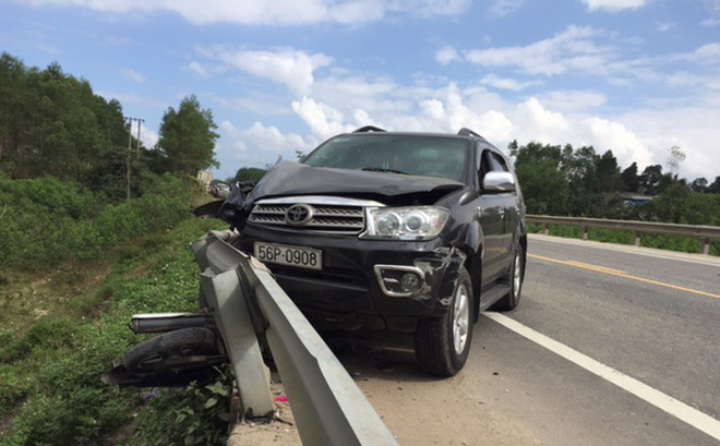 Xe Fortuner gặp tai nạn.